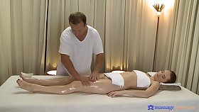Sizzling redhead Denisa Heaven realize it good from a masseur
